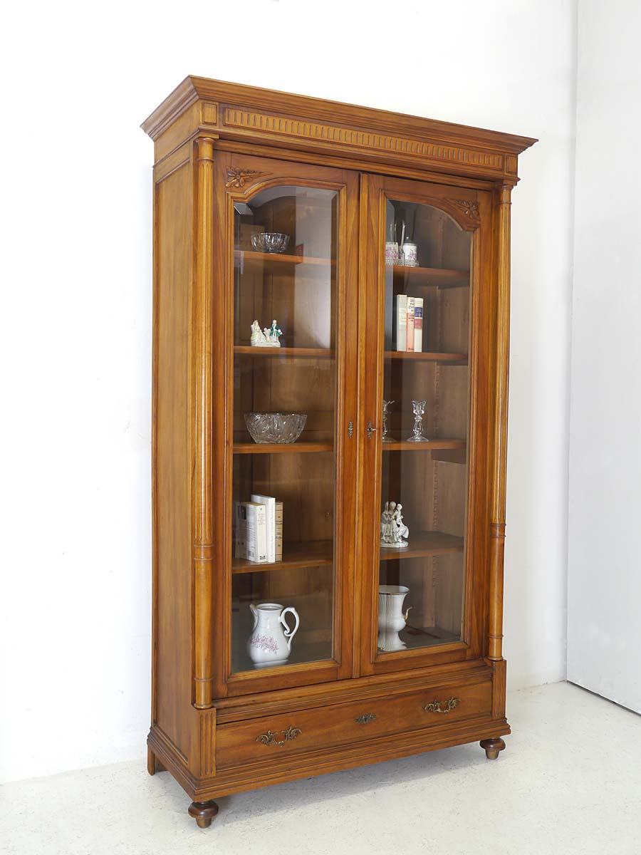 vitrine b cherschrank vitrinenschrank gr nderzeit um 1880 aus nussbaum 5813. Black Bedroom Furniture Sets. Home Design Ideas