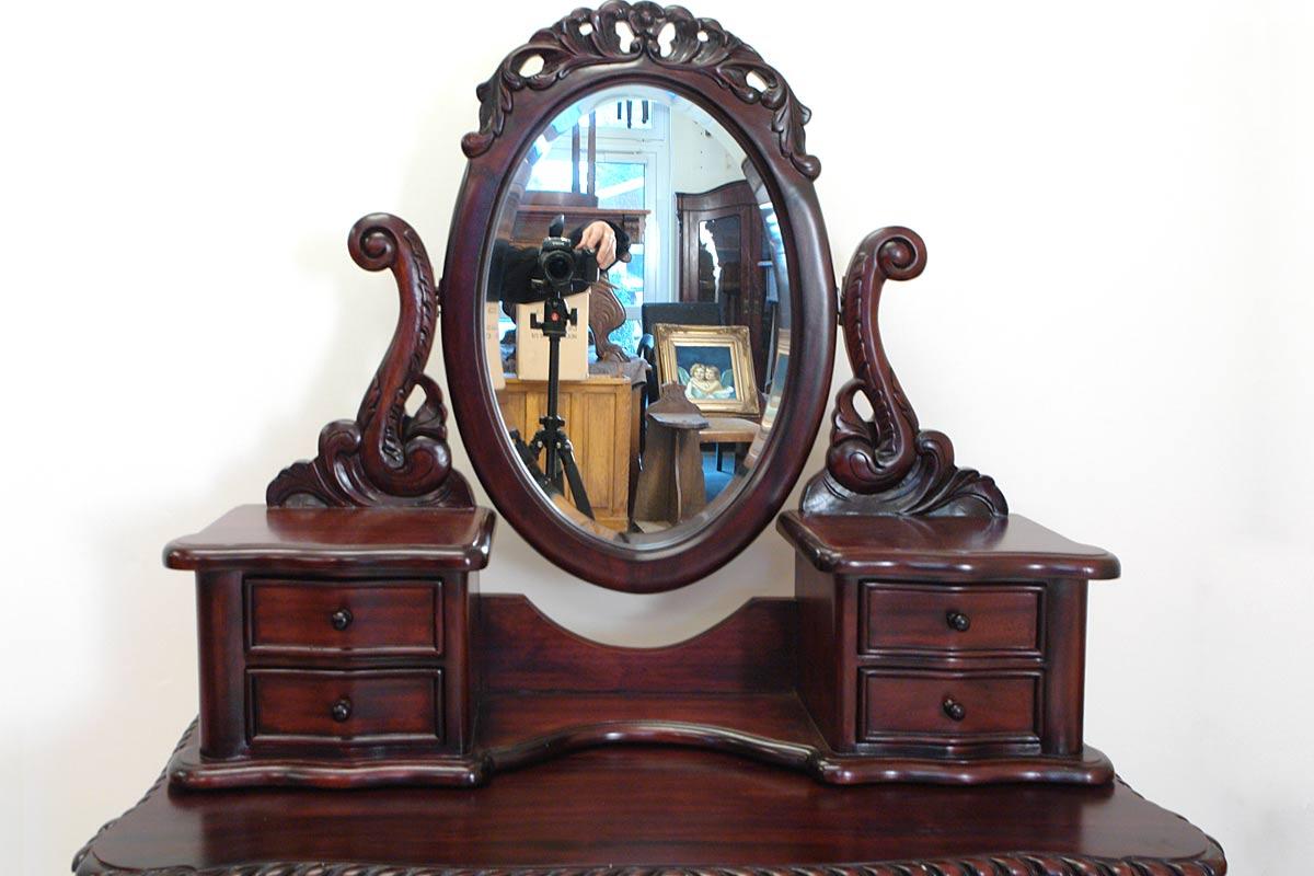 Spiegelaufsatz mit schwenkbaren Spiegel