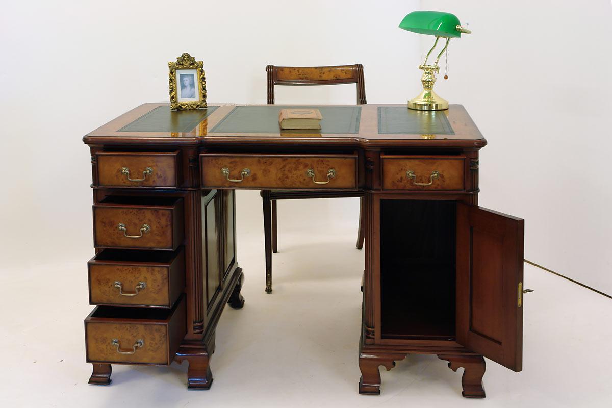 Sechs Schubladen bieten bei diesem Büromöbel ausreichend Stauraum