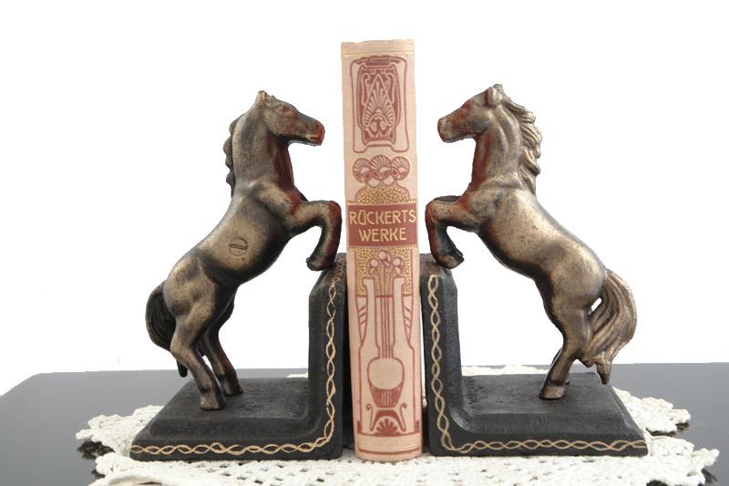 Dekoratives Paar Pferde-Buchstützen