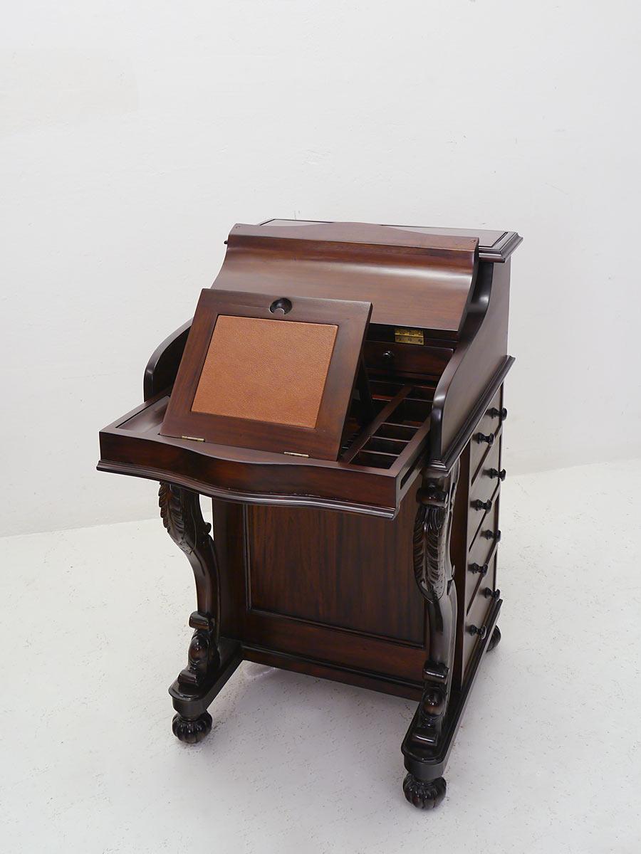 Schreibsekretär mit aufklappbare Schreibfläche