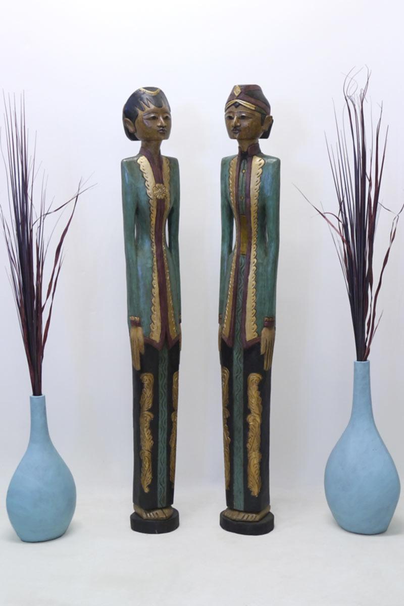 Dekorative Holzfiguren als Paar im asiatischem Stil