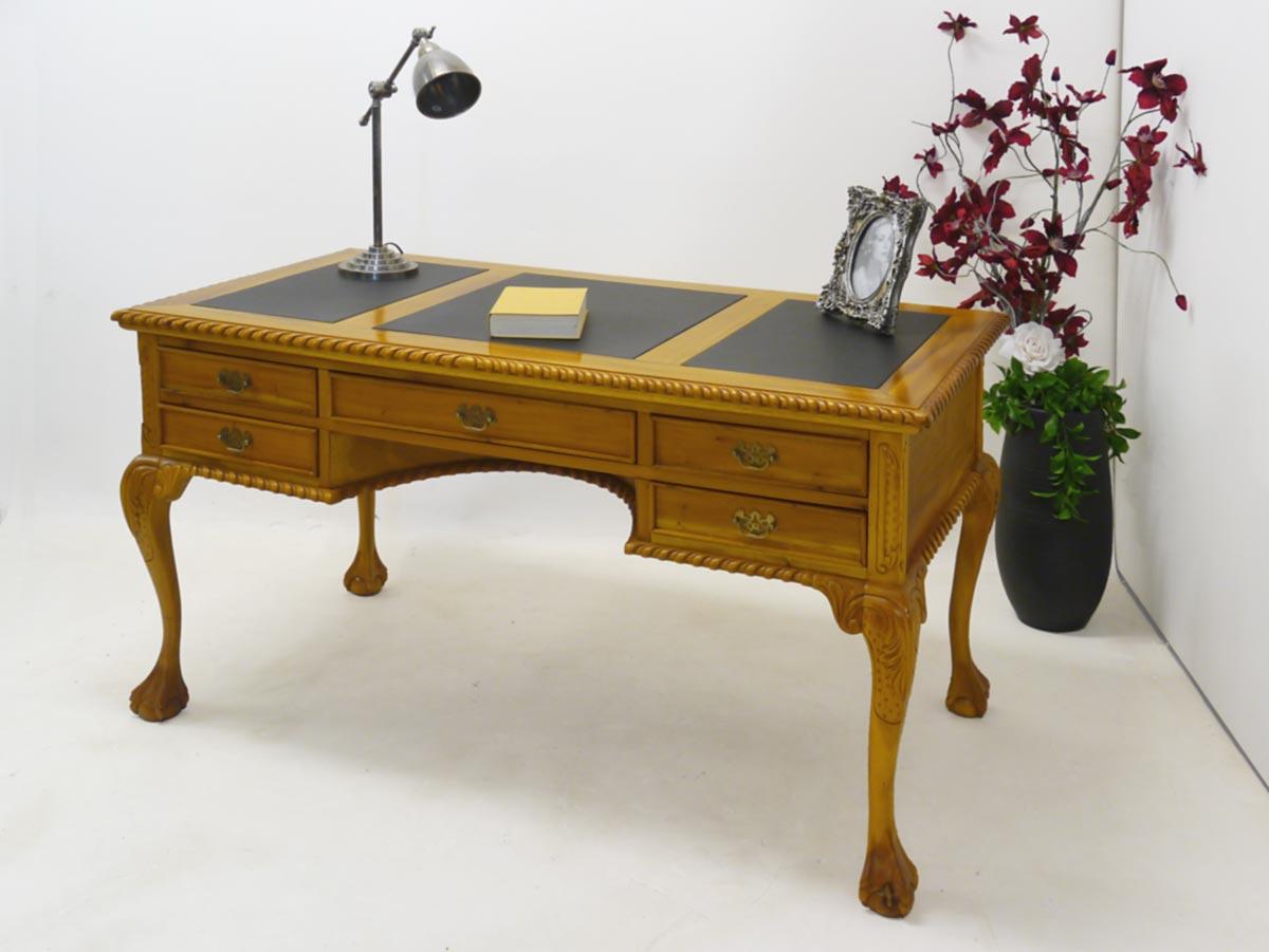 Schreibtisch im Chippendale Stil