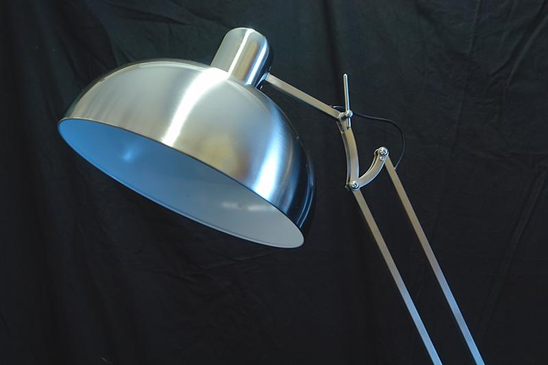 Der Lampenschirm hat ein Durchmesser von 38cm