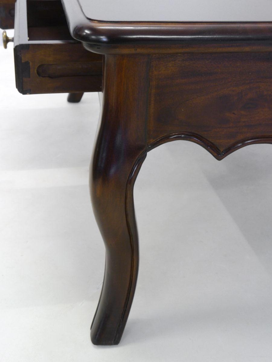 Wohnzimmermöbel Nahaufnahme von den Cabriole-Beinen