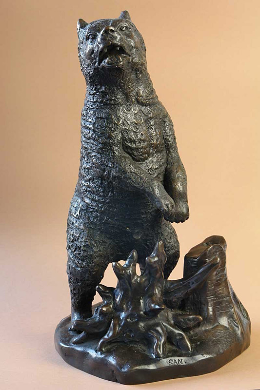 Bärenfigur aus Bronze gegossen