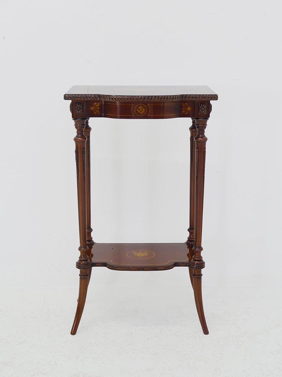 Wandtisch aus Mahagoni mit wunderschönen Intarsien