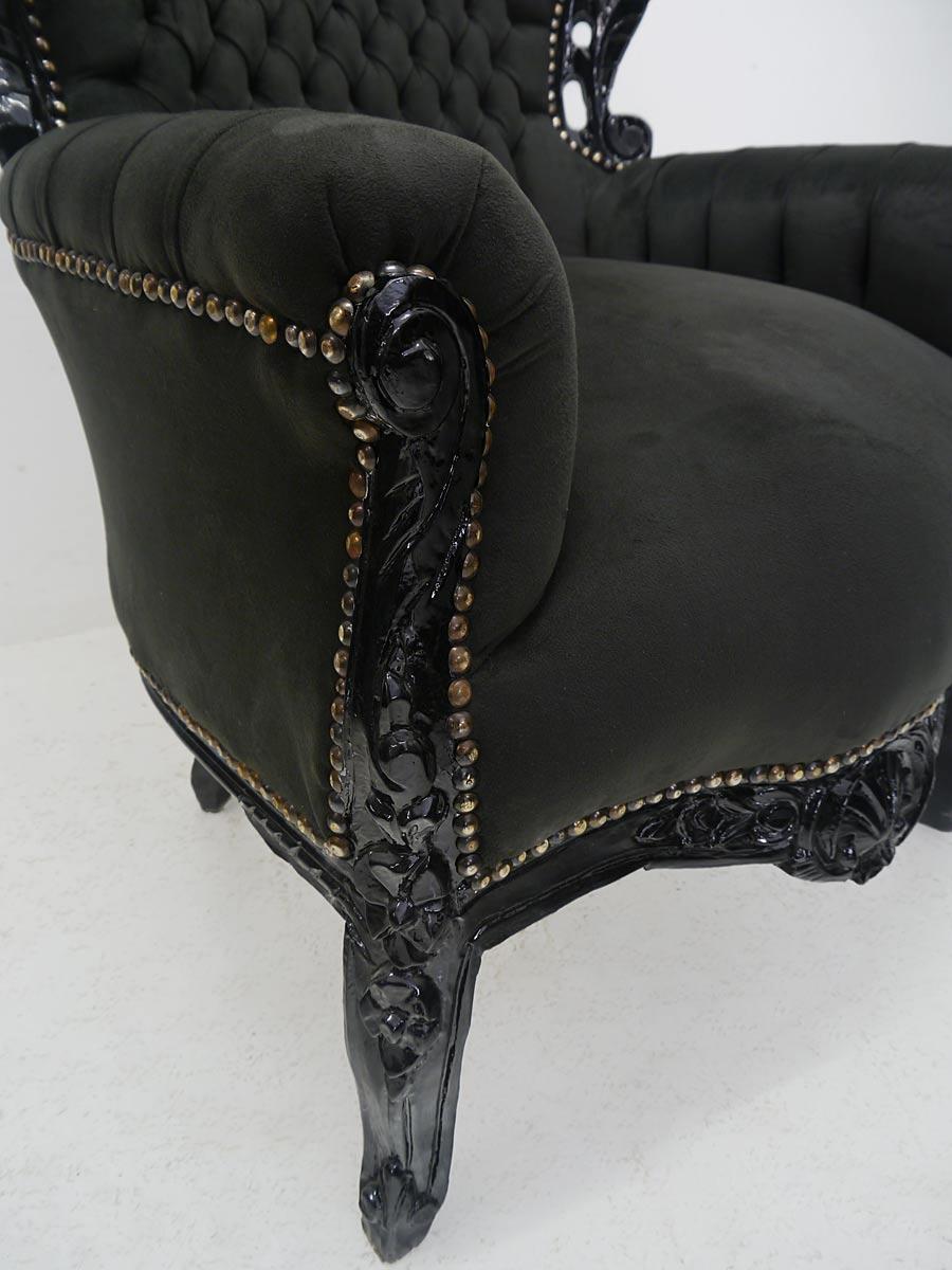 Seitenansicht von dem Sessel