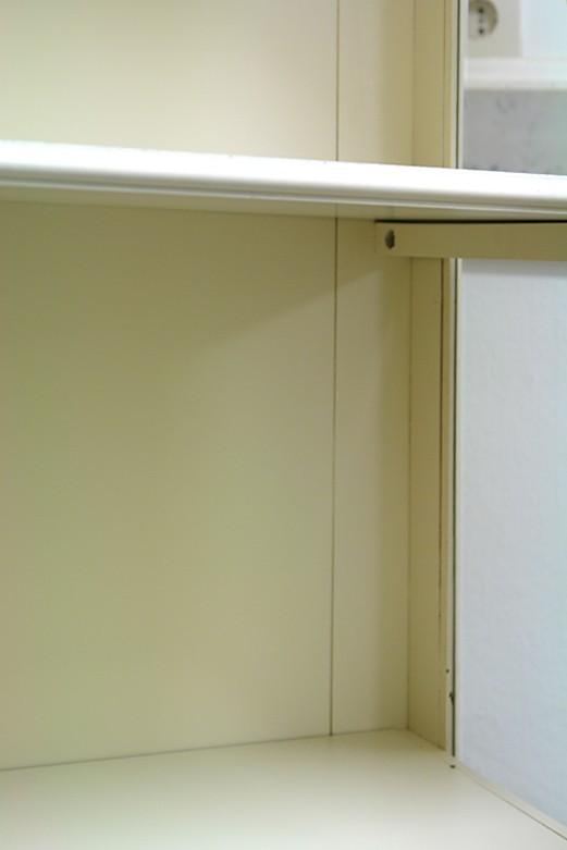 Vitrinenschrank Detailansicht Regalboden