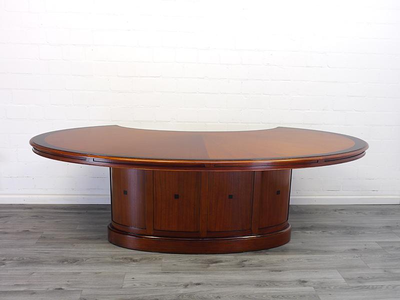 Breiter Schreibtisch in Mahagoni