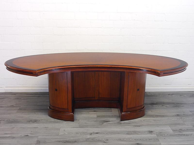 Chef-Schreibtisch mit 2 Unterschrank und geschlossenen Fußraum
