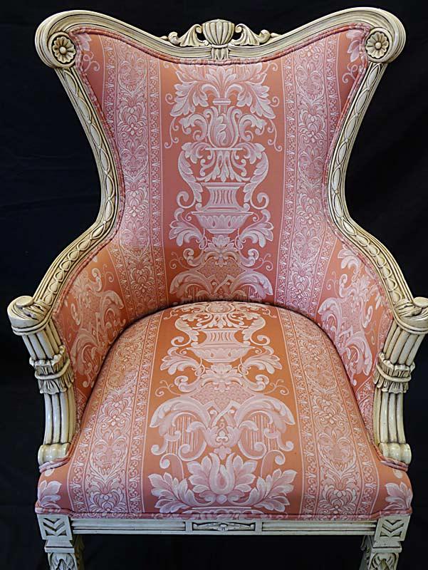 Sessel mit typische Schnitzereien aus der Rokoko Zeit