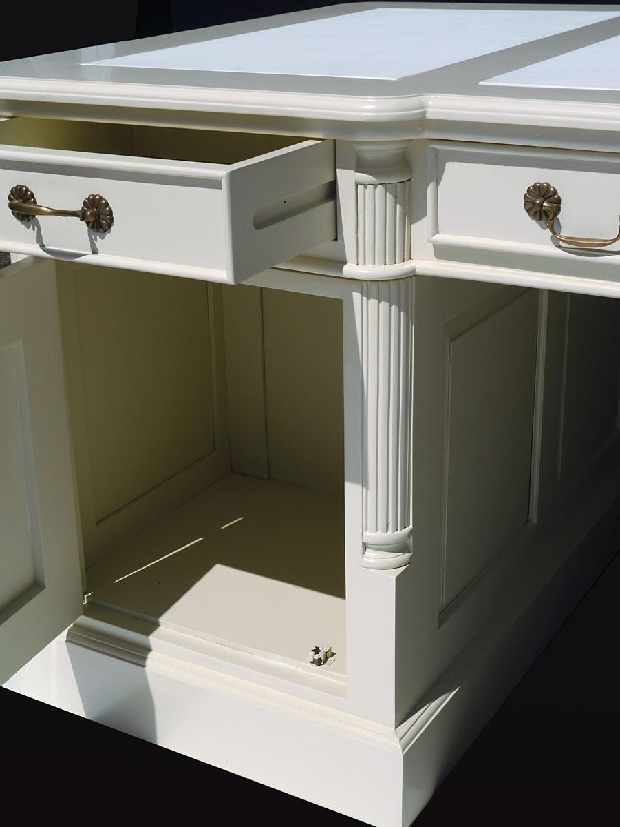 Kanzlei Tisch Detailansicht linkes Seitenelement geöffnet