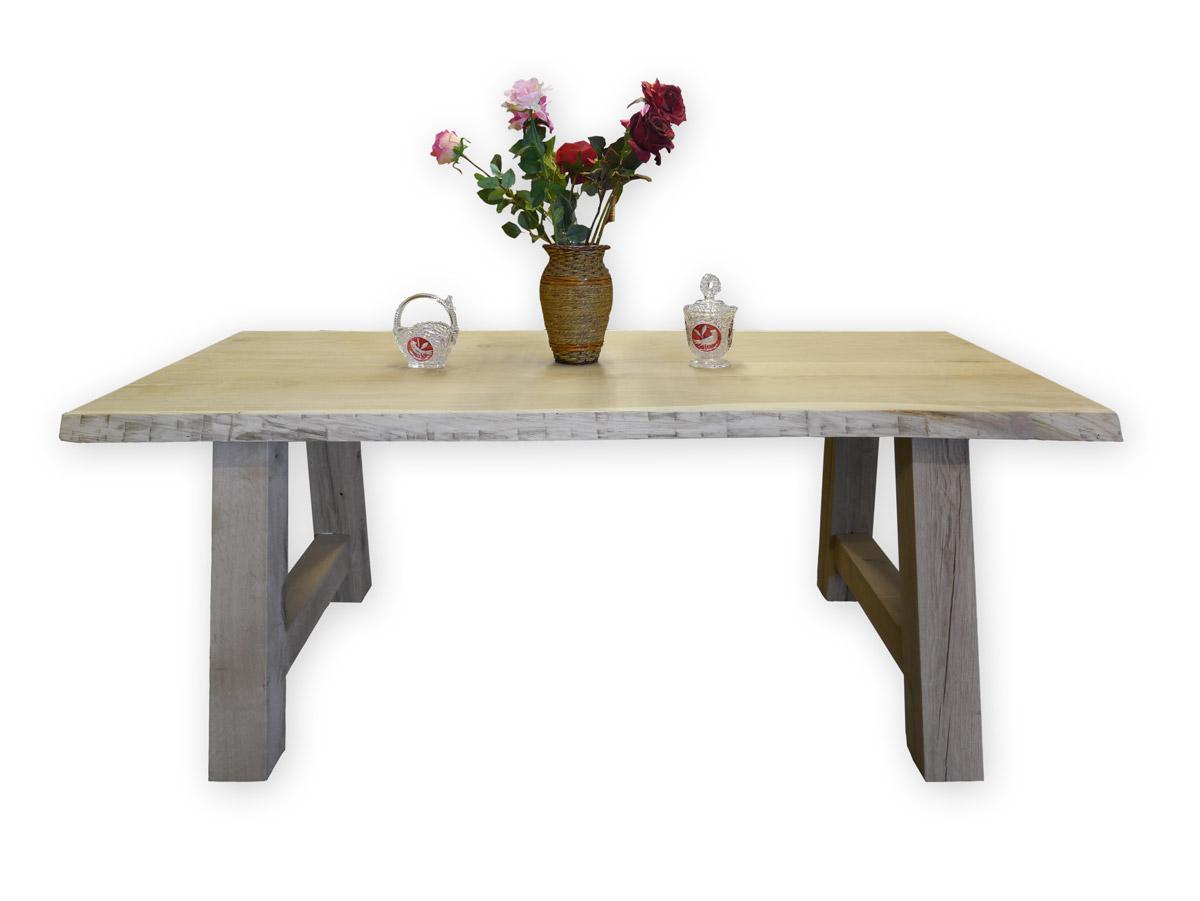 Tisch aus Eiche naturbelassen