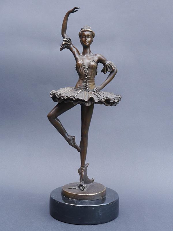 Dekorative Figur einer tanzenden Ballerina