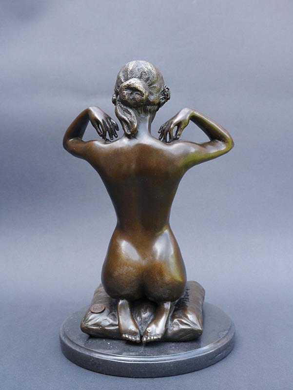 Die Skulptur ist mit viel Liebe zum Detail gefertigt