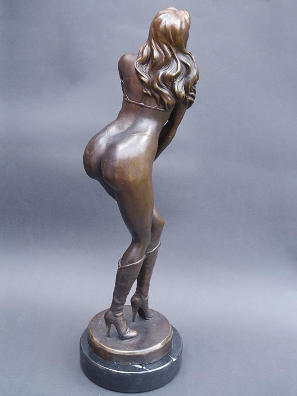 Die Bronzeskulptur ist ausdrucksstark, Erotisch und dekorativ