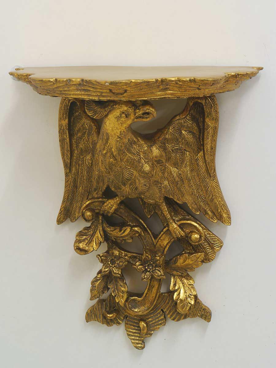 Das Regal ist aus Polystone gefertigt