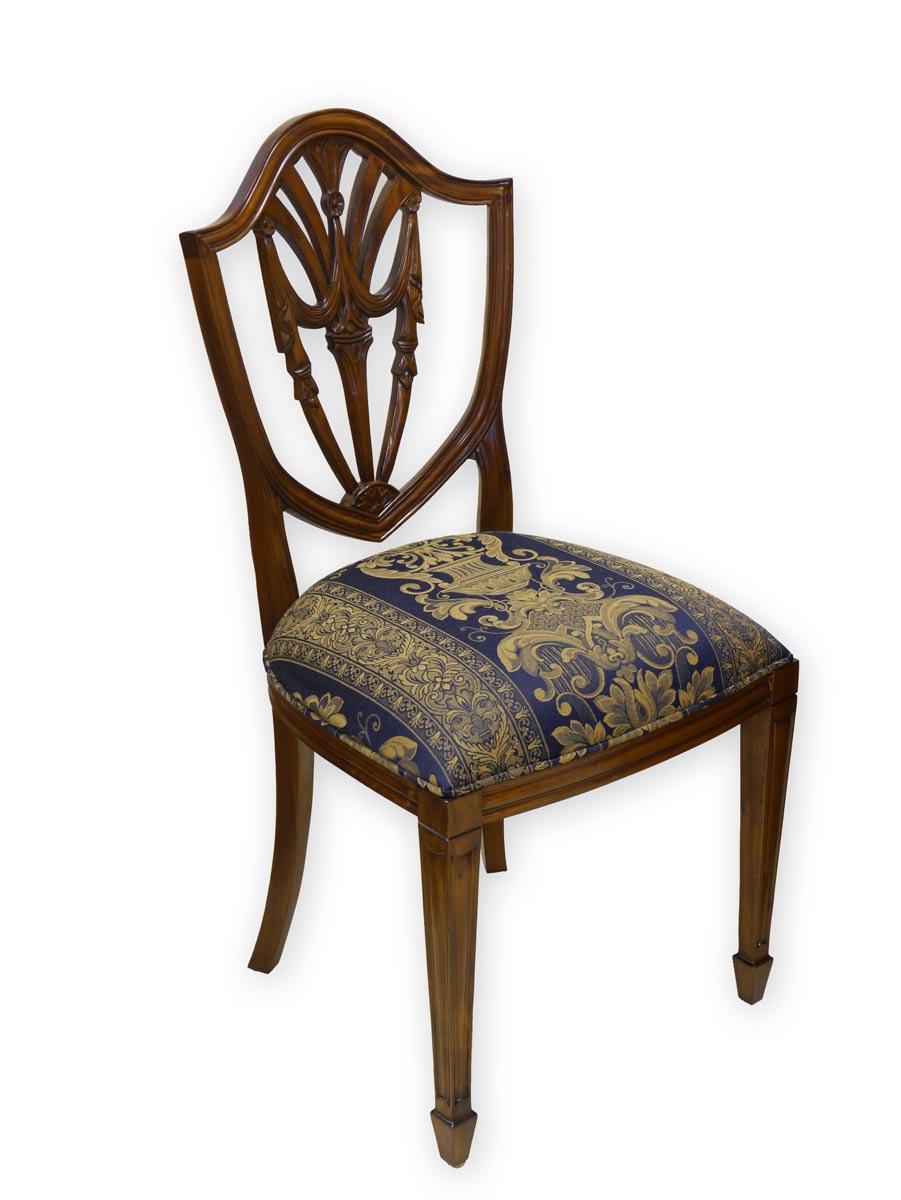 Stuhl mit wunderschönen Schnitzereien Rückenlehne