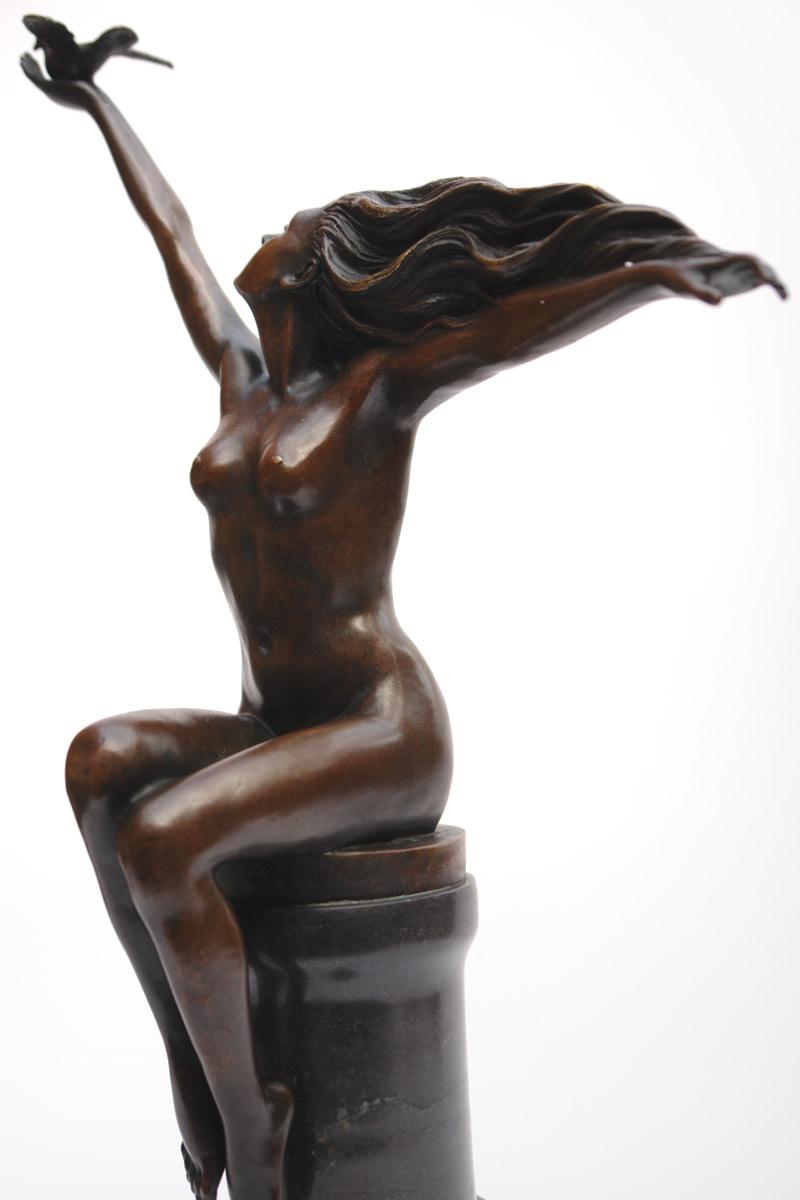 Akt Figur einer jungen Frau