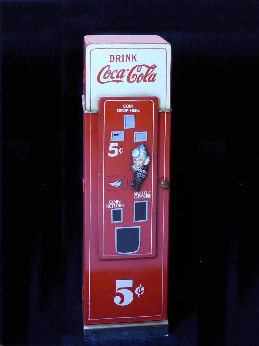 CD Regal als Coca Cola Automat