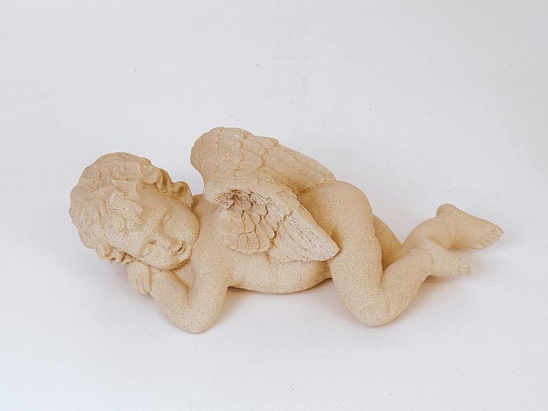 Dekorative Figur eines schlafenden Engels
