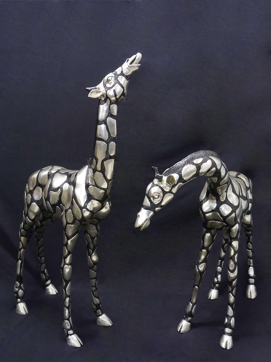 Ausdrucksstarke Figur eines Giraffenpärchens