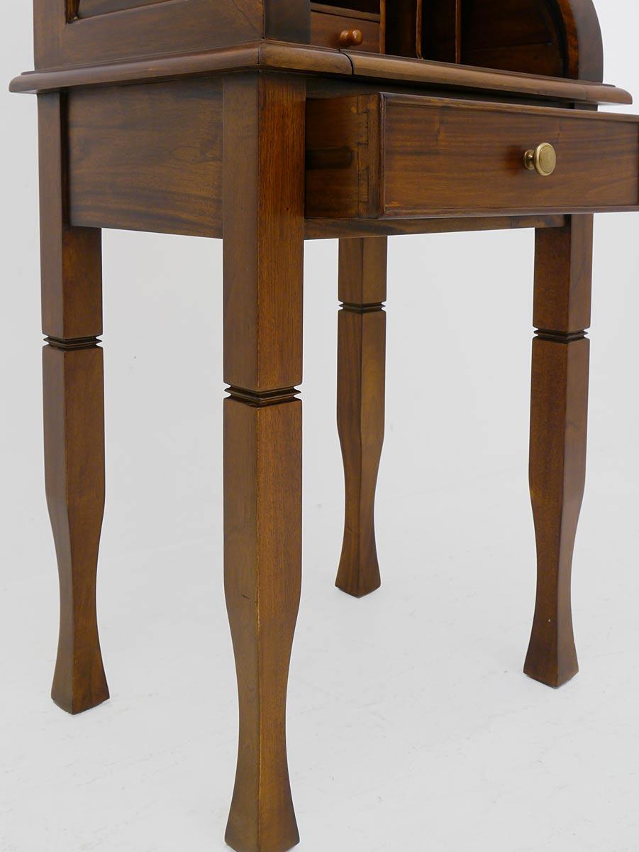 Schreibtisch Detailansicht von den Beinen