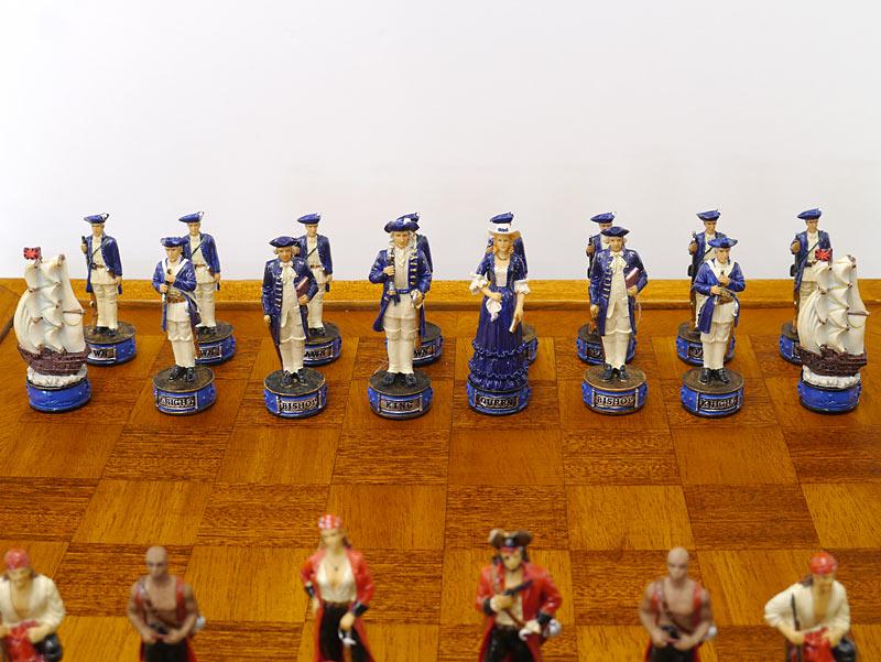 Schachgegner in blau-weiß