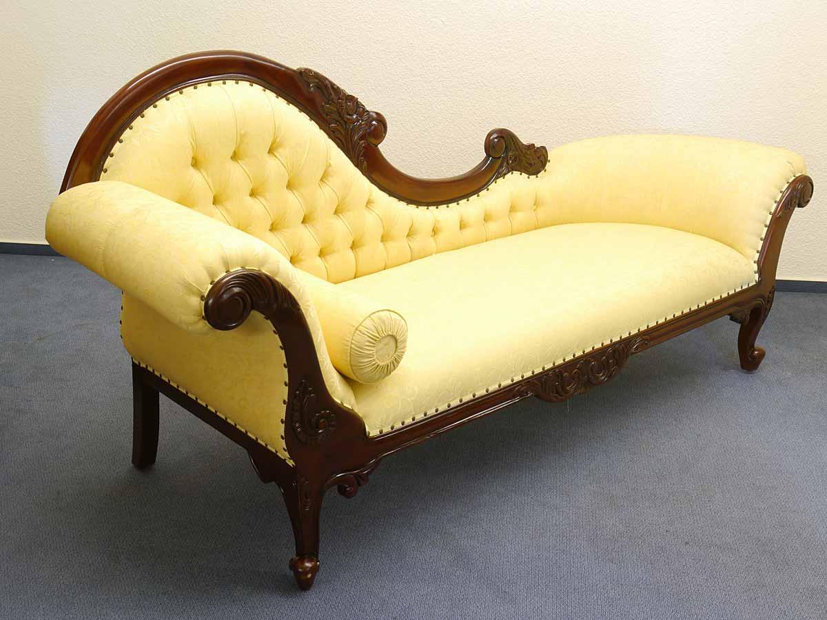 Sofa im antiken Stil