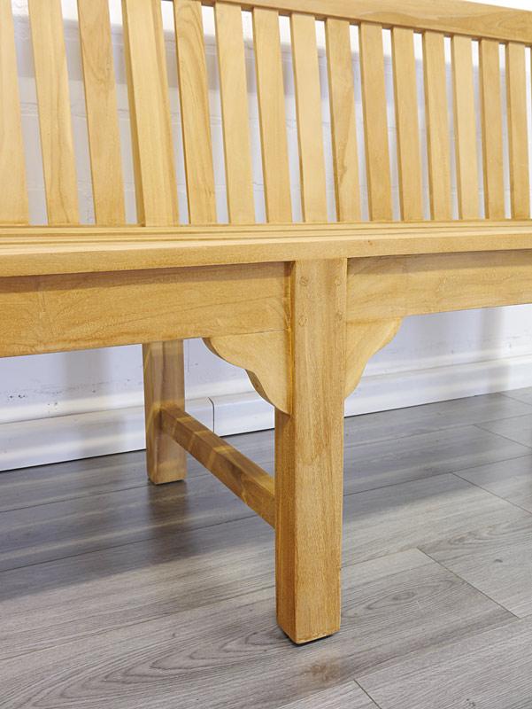 Detailansicht von der Holzbank