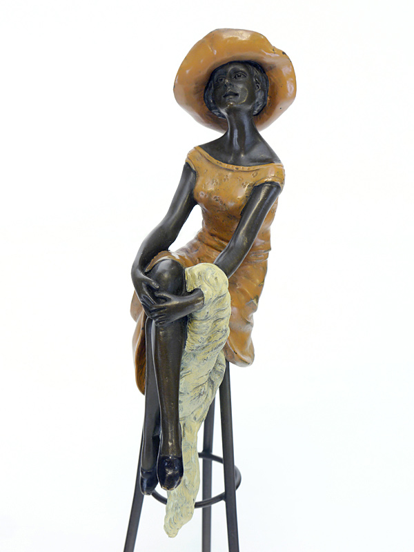 Die Figur ist aus Bronze gegossen