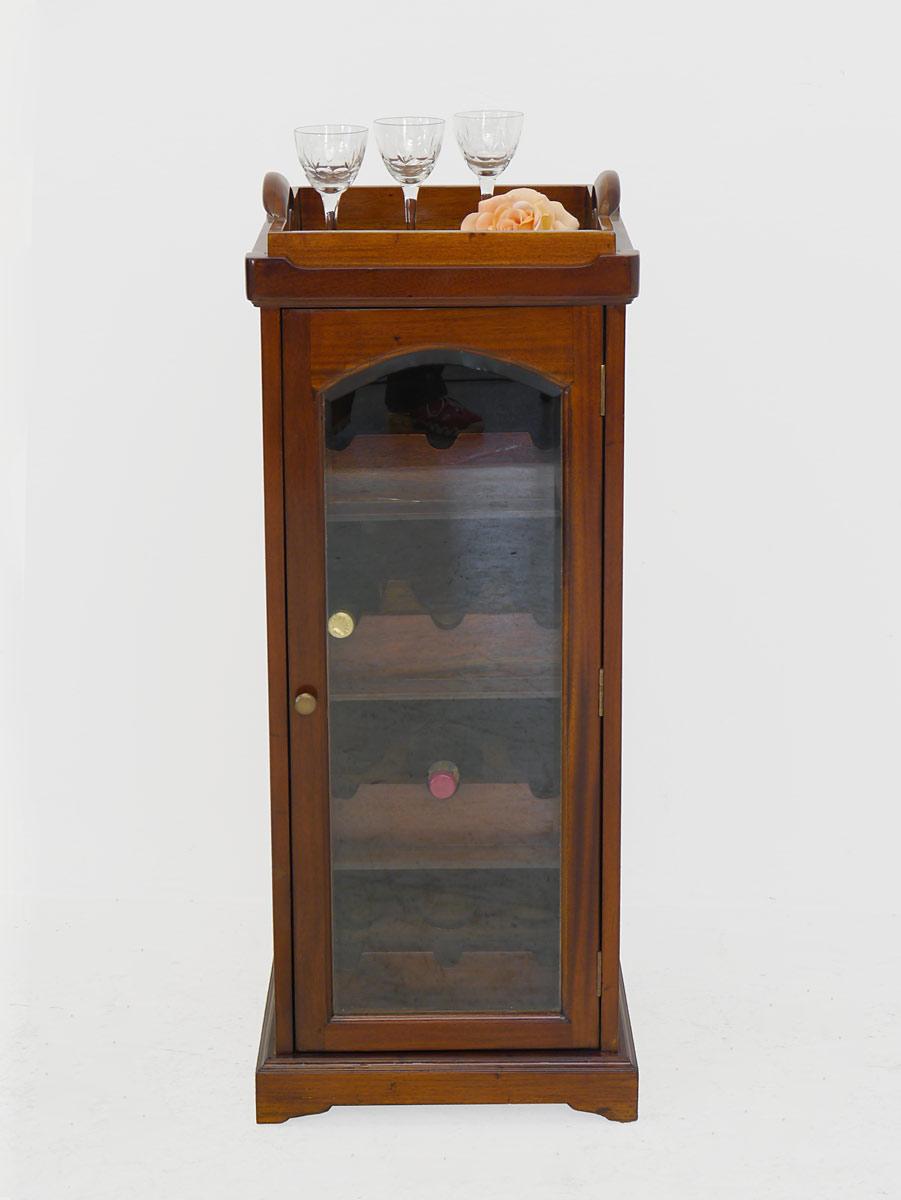 Minibar mit Glastür