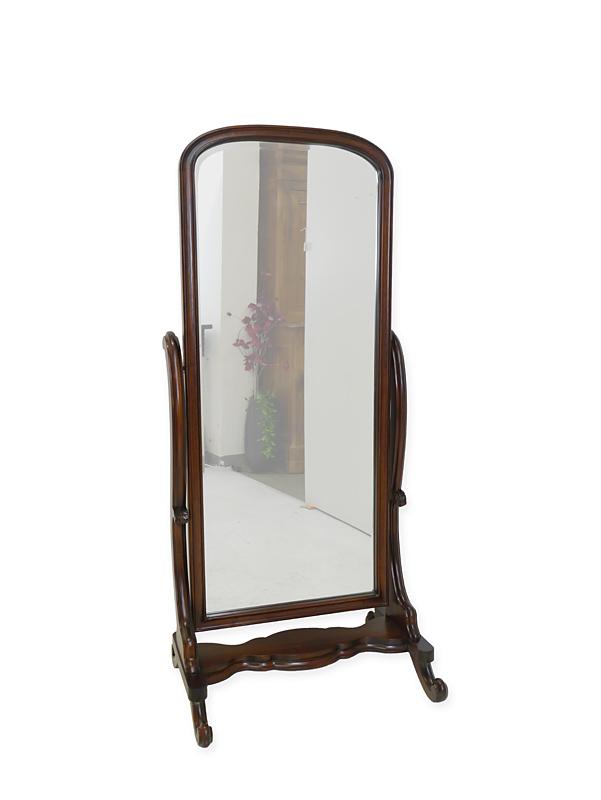 Spiegel im Antik Stil