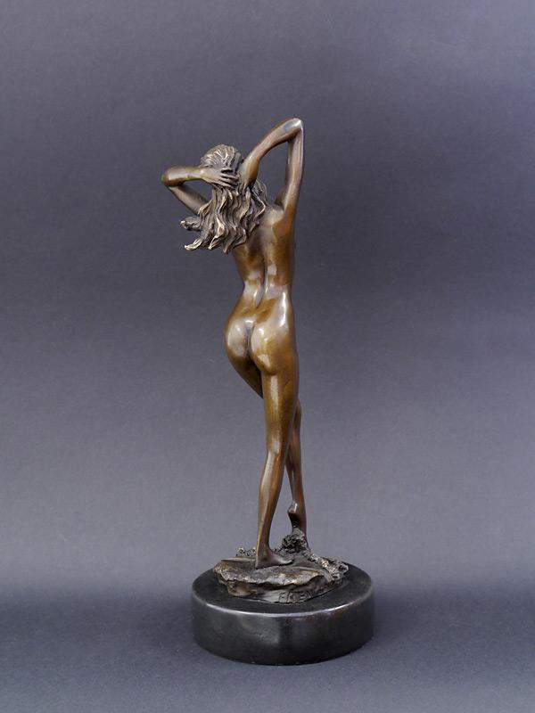 Bronzefigur Rückseite