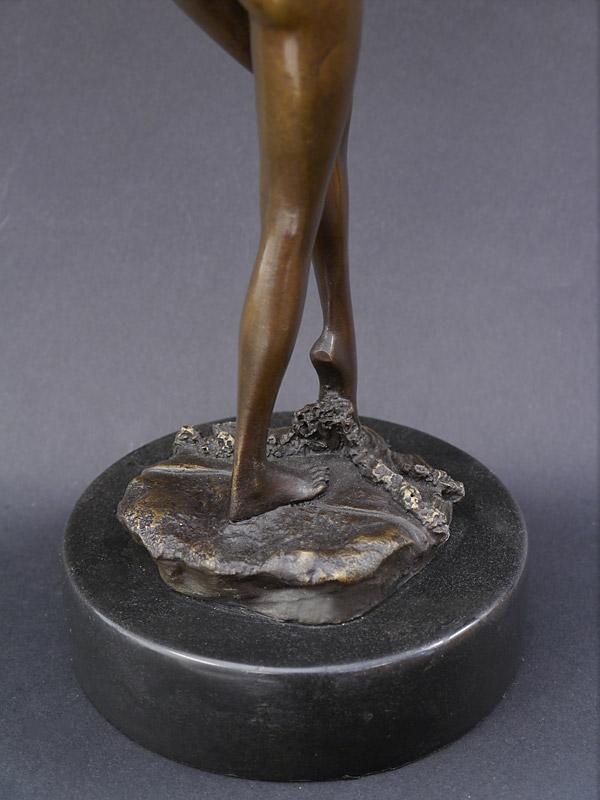 Statue mit Marmorsockel
