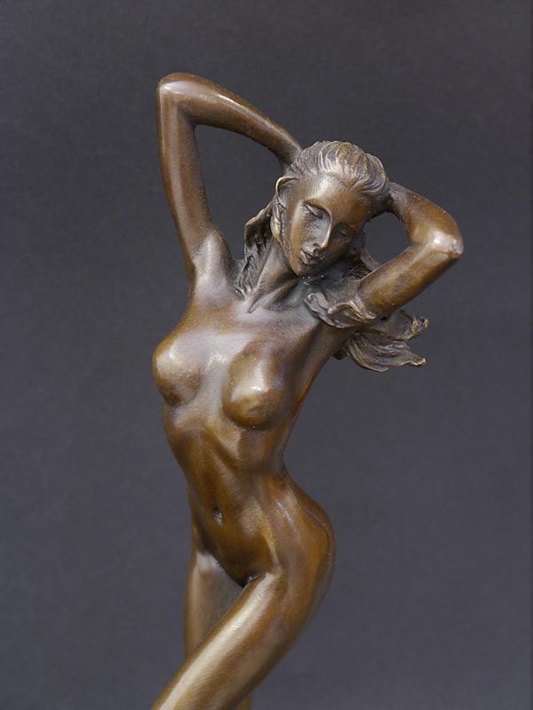 Nahaufnahme von der Bronzefigur