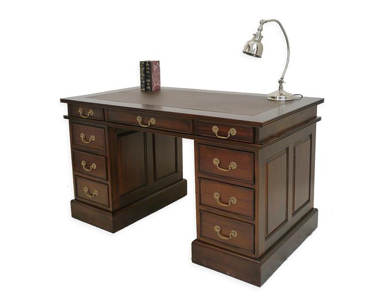 Schreibtisch im antiken Stil