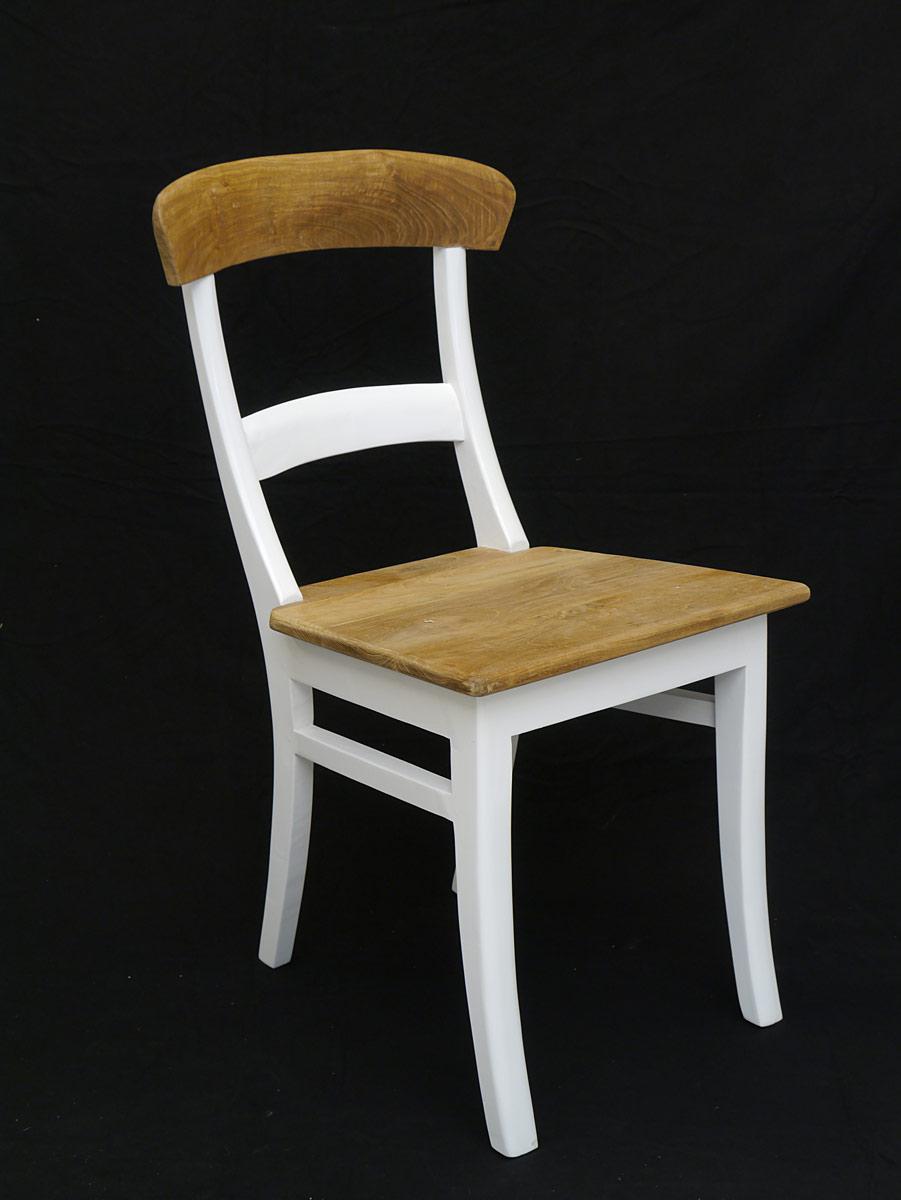 Der Lehnstuhl ist mit einer gerundeten Rückenlehne ausgestattet