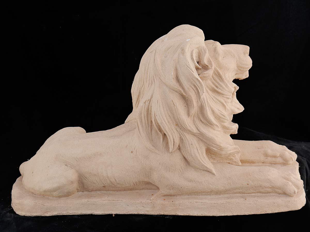Die Skulptur wurde aus Sandstein gefertigt