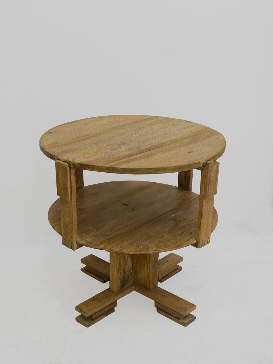 Runder Tisch mit Ablagefläche