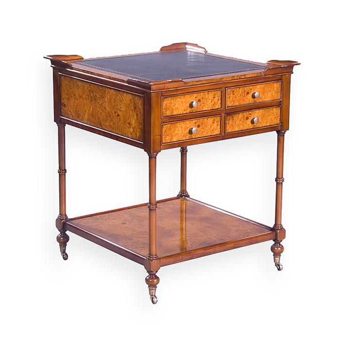 Tisch im Antiken Stil