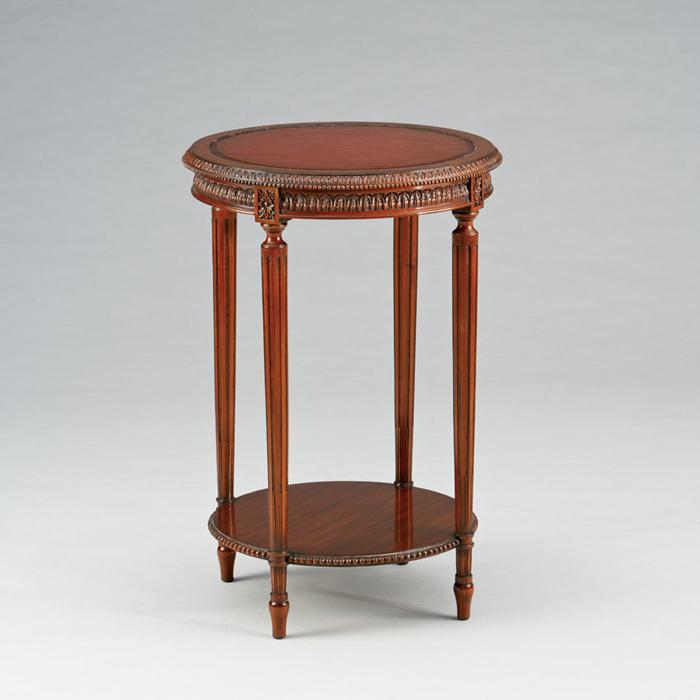 Dekorativer Beistelltisch im Antiken Stil
