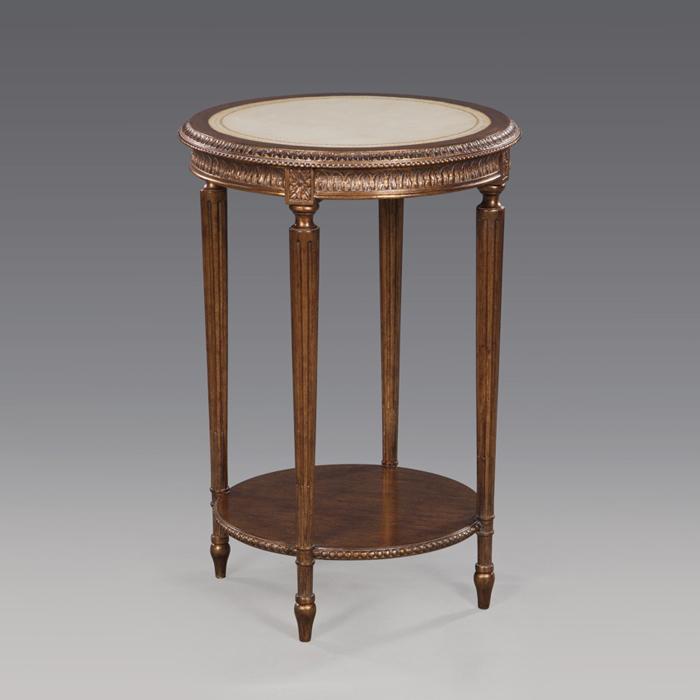 Der Tisch ist aus Mahagoni gefertigt