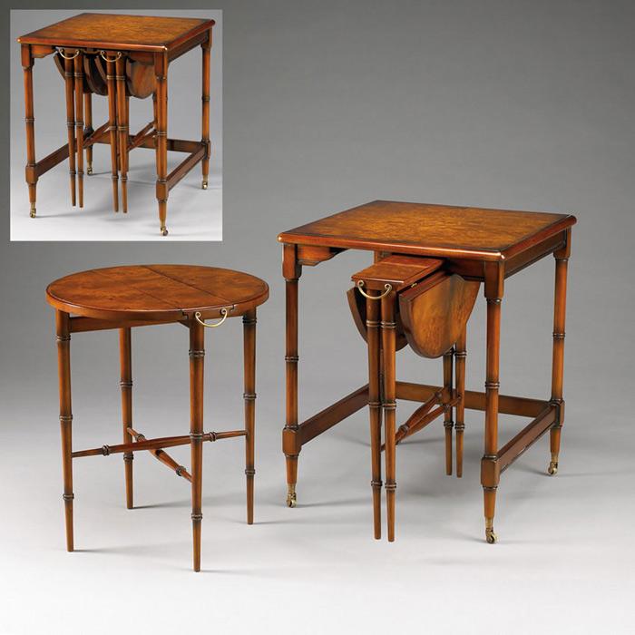Die Tische sind aus Mahagoni gefertigt