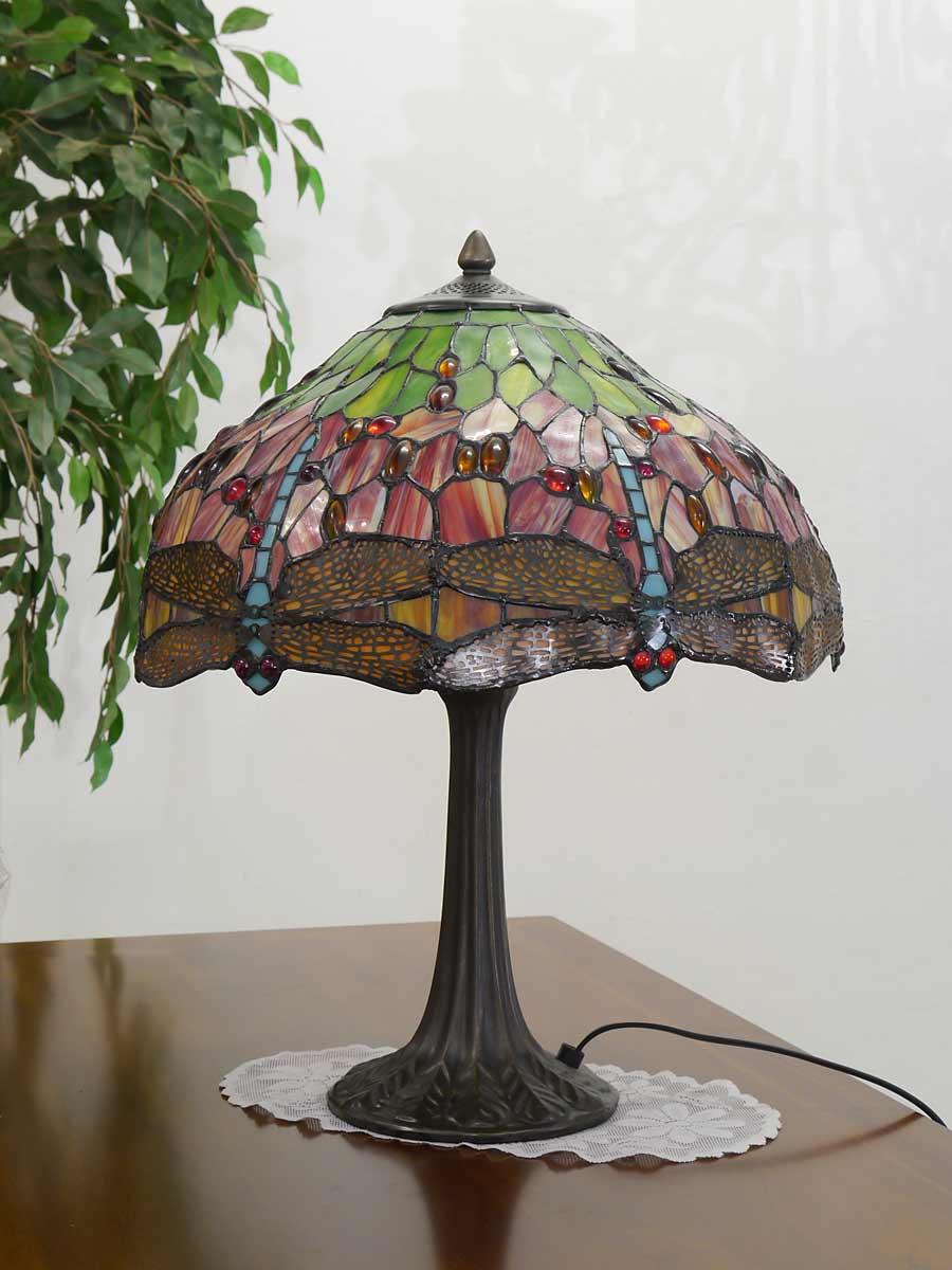 Tischleuchte ausgeschaltet im Tiffany-Stil