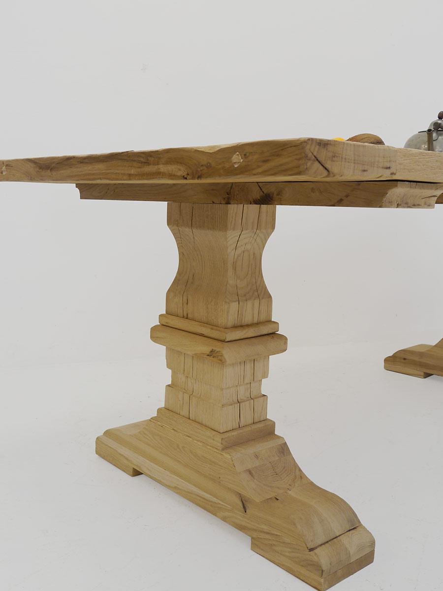 Küchentisch mit stabilen Tischbeinen