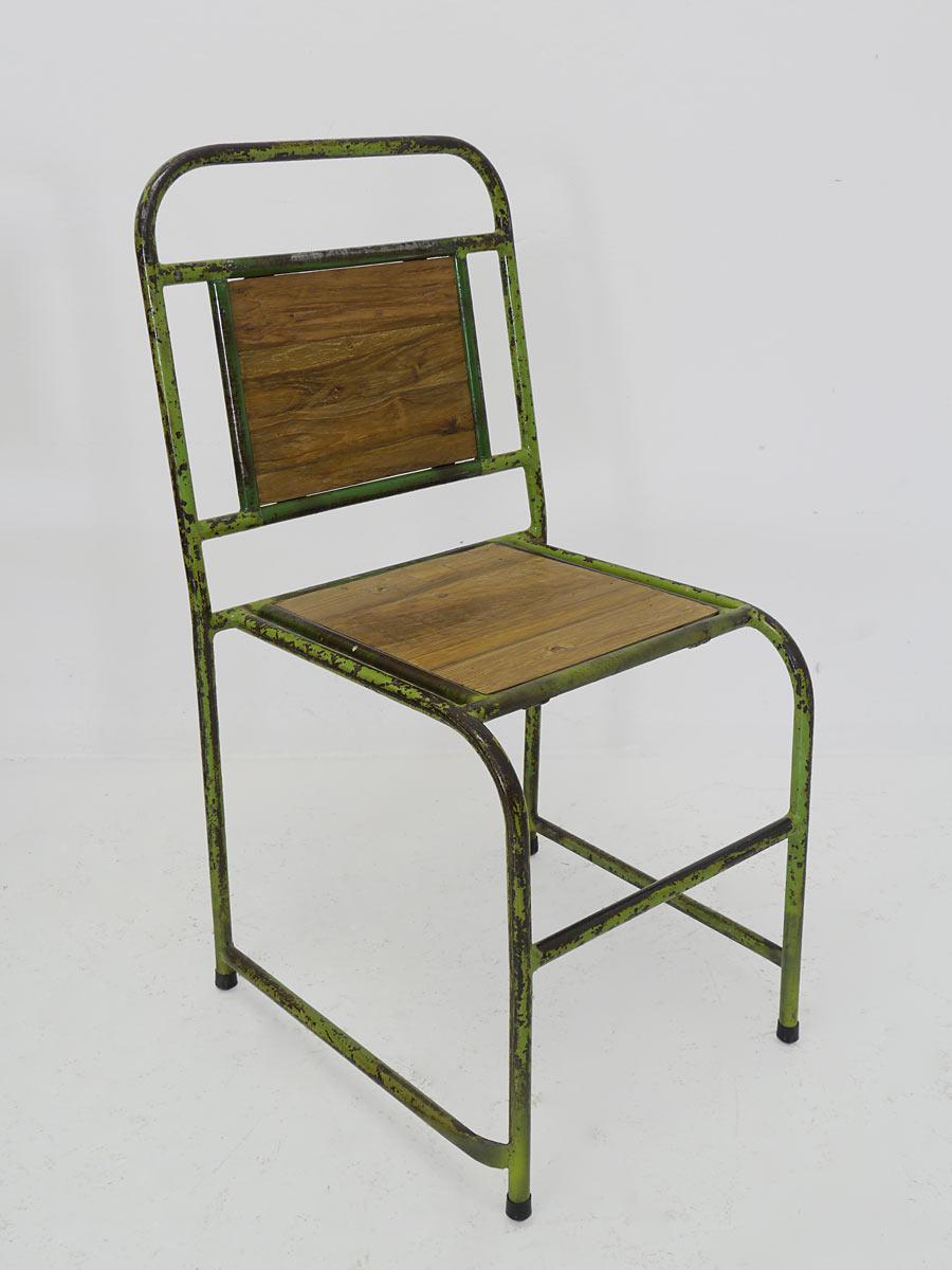 Metallstuhl im Retro-Design