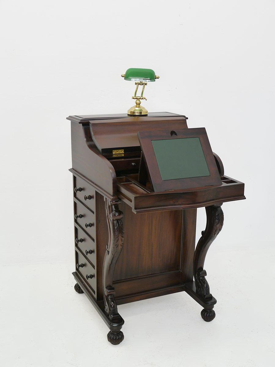 Schreibtisch mit aufstellbare Schreibfläche
