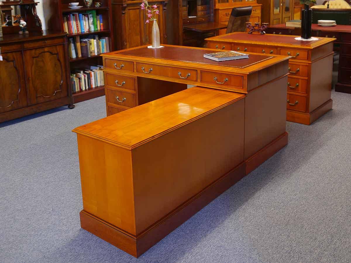 Seitenansicht des Schreibmöbels